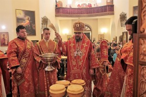 В праздник Светлого Христова Воскресения епископ Никанор возглавил торжественное богослужение в Крестовоздвиженском кафедральном соборе Лесосибирска