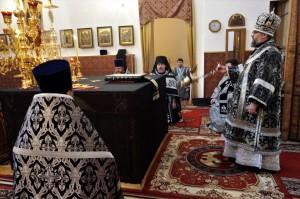 В день памяти 40 мучеников Севастийских епископ Никанор совершил Литургию и заупокойную литию по убиенному 17 лет назад иеромонаху Григорию (Яковлеву)
