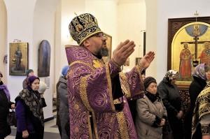 В Неделю 4-ю Поста епископ Никанор совершил Литургию в Крестовоздвиженском соборе Лесосибирска