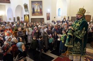 В праздник Входа Господня во Иерусалим епископ Никанор совершил Литургию в Крестовоздвиженском соборе Лесосибирска